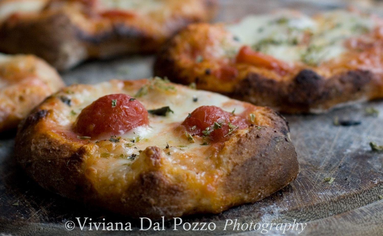Pizzette cotte su pietra refrattaria cosa ti preparo per - Cosa cucinare per cena ...