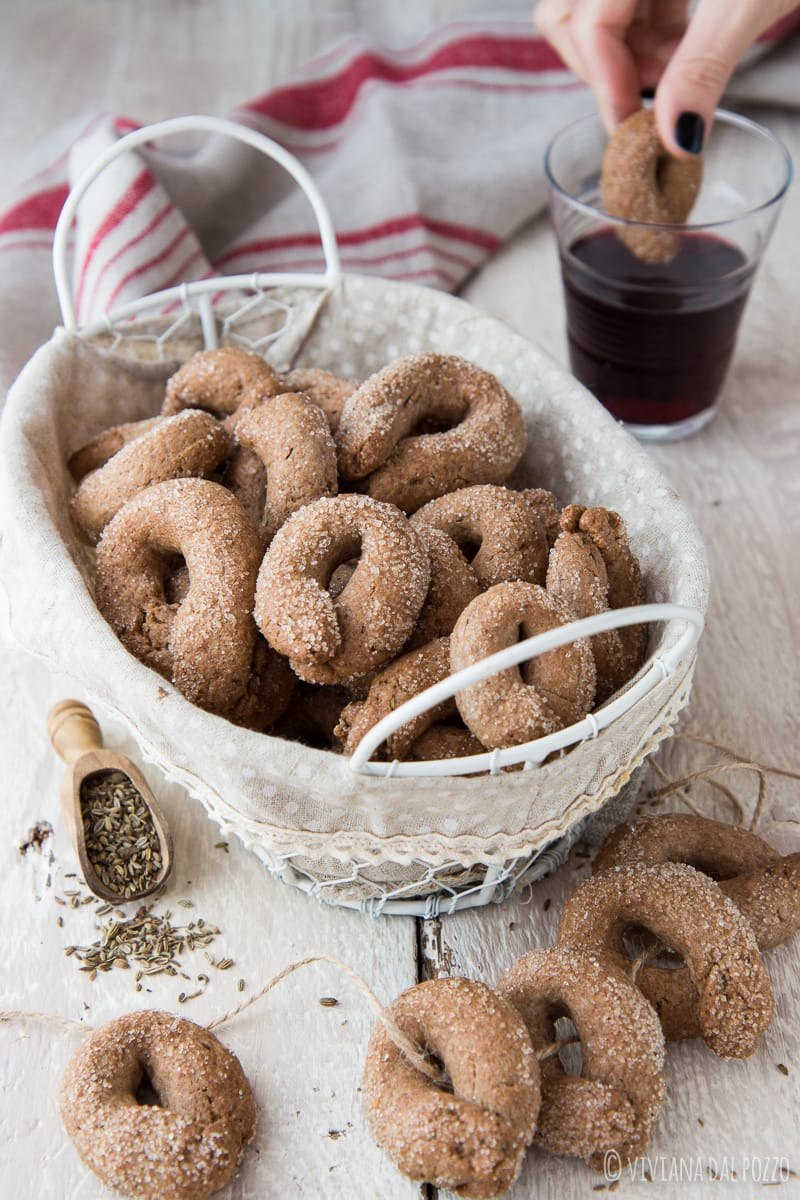 Ricetta Taralli Con Zucchero.Taralli Dolci Integrali Al Vino Rosso E Semi Di Anice Cosa Ti Preparo Per Cena